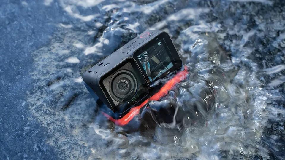 Insta360 ONE R chống thấm nước ở độ sâu 5 mét khi không có case